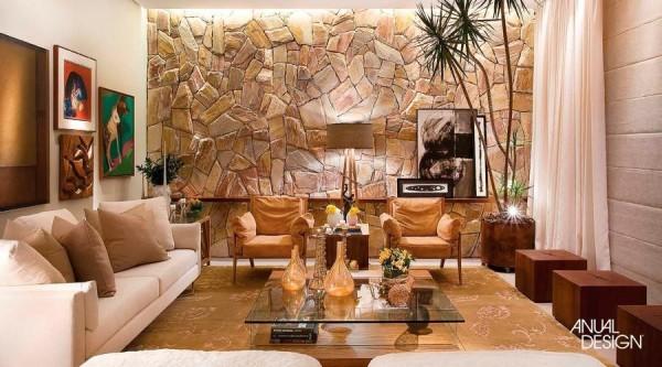 sala-com-parede-de-pedra