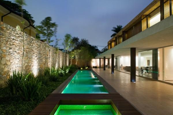 piscina com iluminacao de led