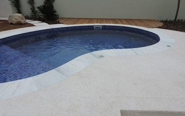 area externa piso de fulget piscina