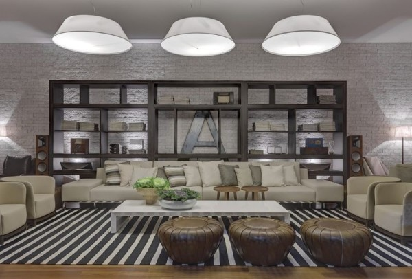 parede tijolo aparente rustico branco sala casa cor tendencia estante preta