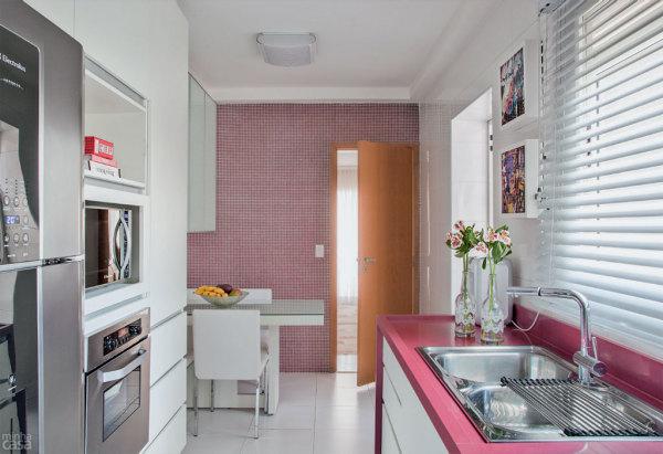 cozinha-com-bancada-rosa
