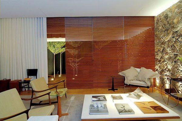 decoracao cortina tecido e persiana madeira