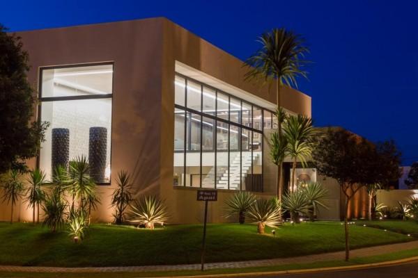 iluminacao fachada de casa moderna