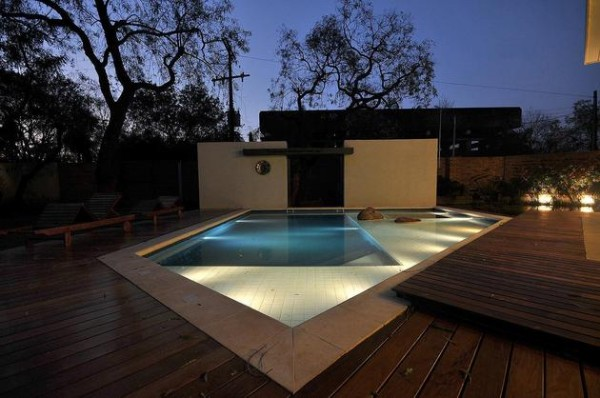 piscina-de-azulejo-branco