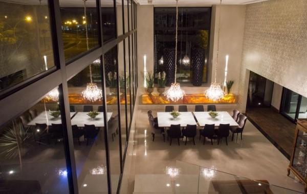 sala de jantar pe direito duplo