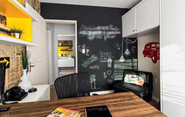 quadro negro no escritorio