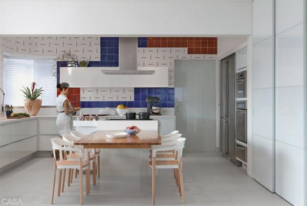 """planta mostra o layout da cozinha, com bancada em """"L"""" + ilha"""