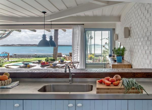 cozinha praia despojada parede tijolo aparente branco