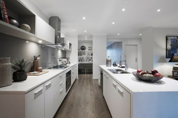 cozinhas ciinza parede piso madeira
