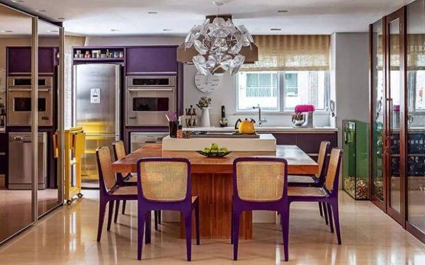 cozinha com ilha e mesa em volta silestone porcelanato madeira