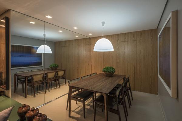 sala de jantar espelho mesa madeira