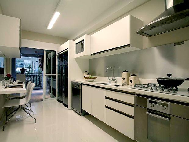cozinha branca bege bancada quartzostone