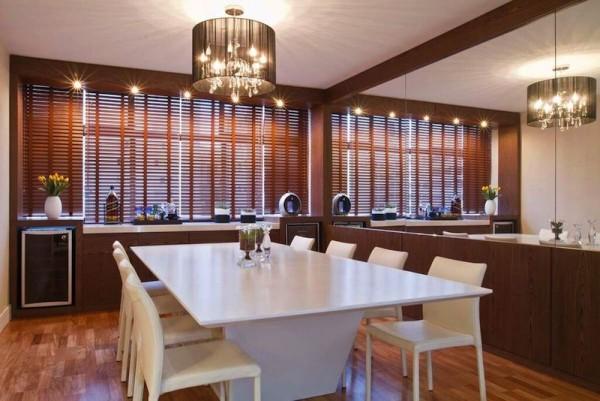 decoracao sala de jantar parede espelhada painel madeira