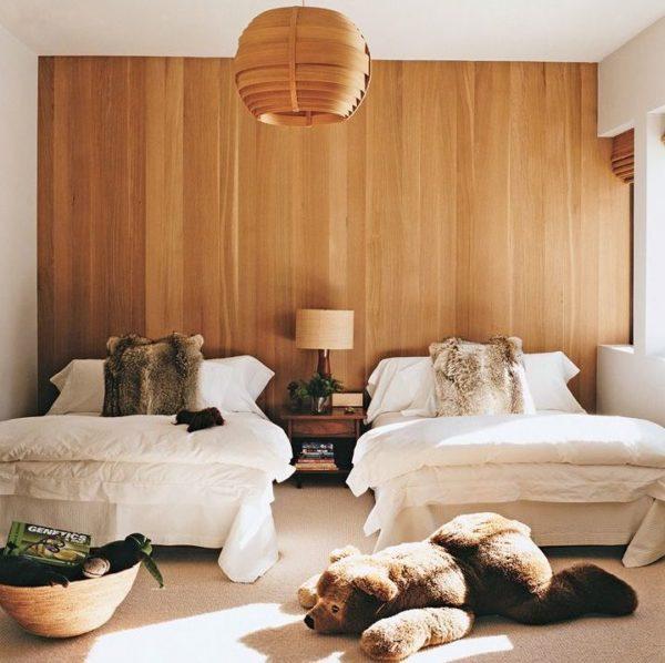 quarto de dois irmaos parede cabeceira madeira clara painel