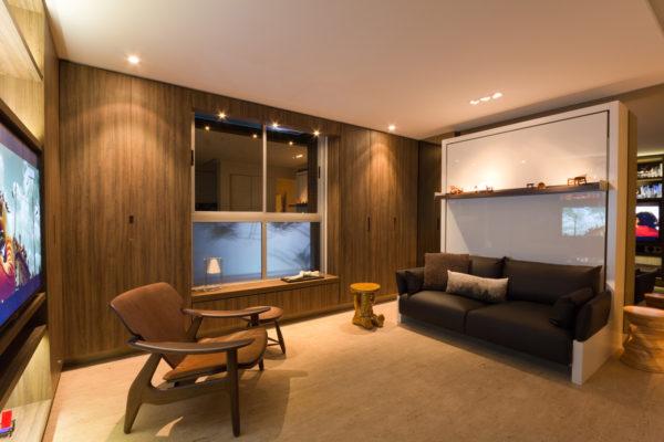apartamento multifuncional com cama dobravel sobre o sofa