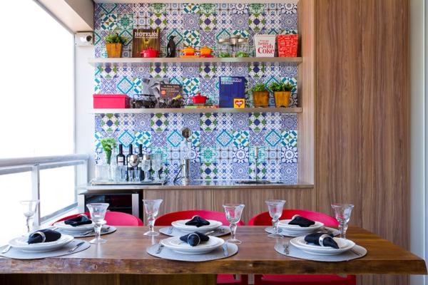 churrasqueira parede azulejo colorido adesico estampa geometrico prateleira