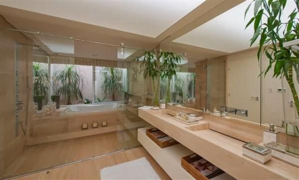 banheiro grande bege marmore travertino debora aguiar