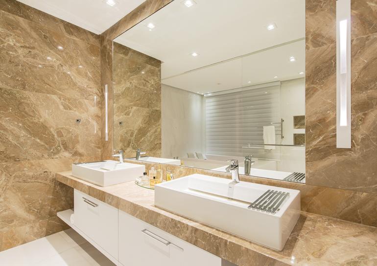 Banheiros de casal com duas cubas na bancada -> Gabinete Para Banheiro Com Cuba Dupla