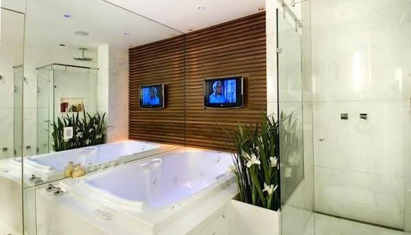 banho casal banheira painel madeira ripada jarim box