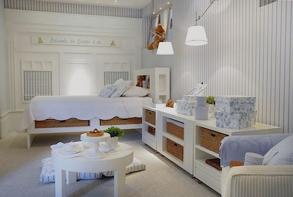 decoracao quarto bebe classico branco azul listras palha chris hamoui